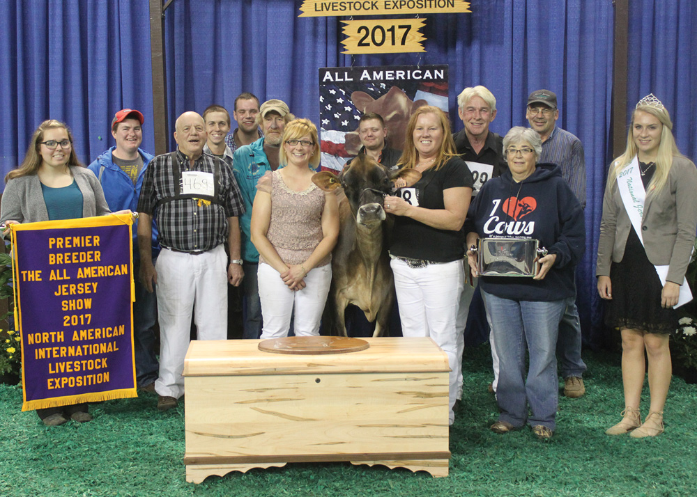 We wrapped up this year's show season in grand style at the All American in Louisville by winning the prestigious Premier Breeder banner for the fifth straight year and also capturing the banner for Reserve Premier Exhibitor.